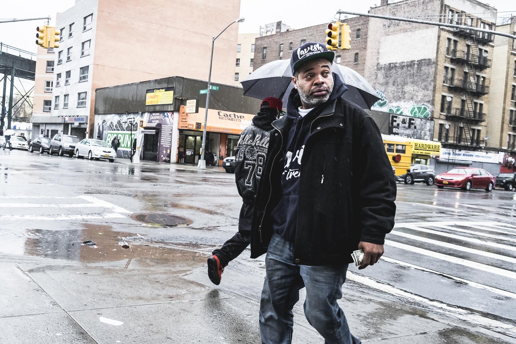 Bronx, Streetphotography New York / Zaragoza Walkers