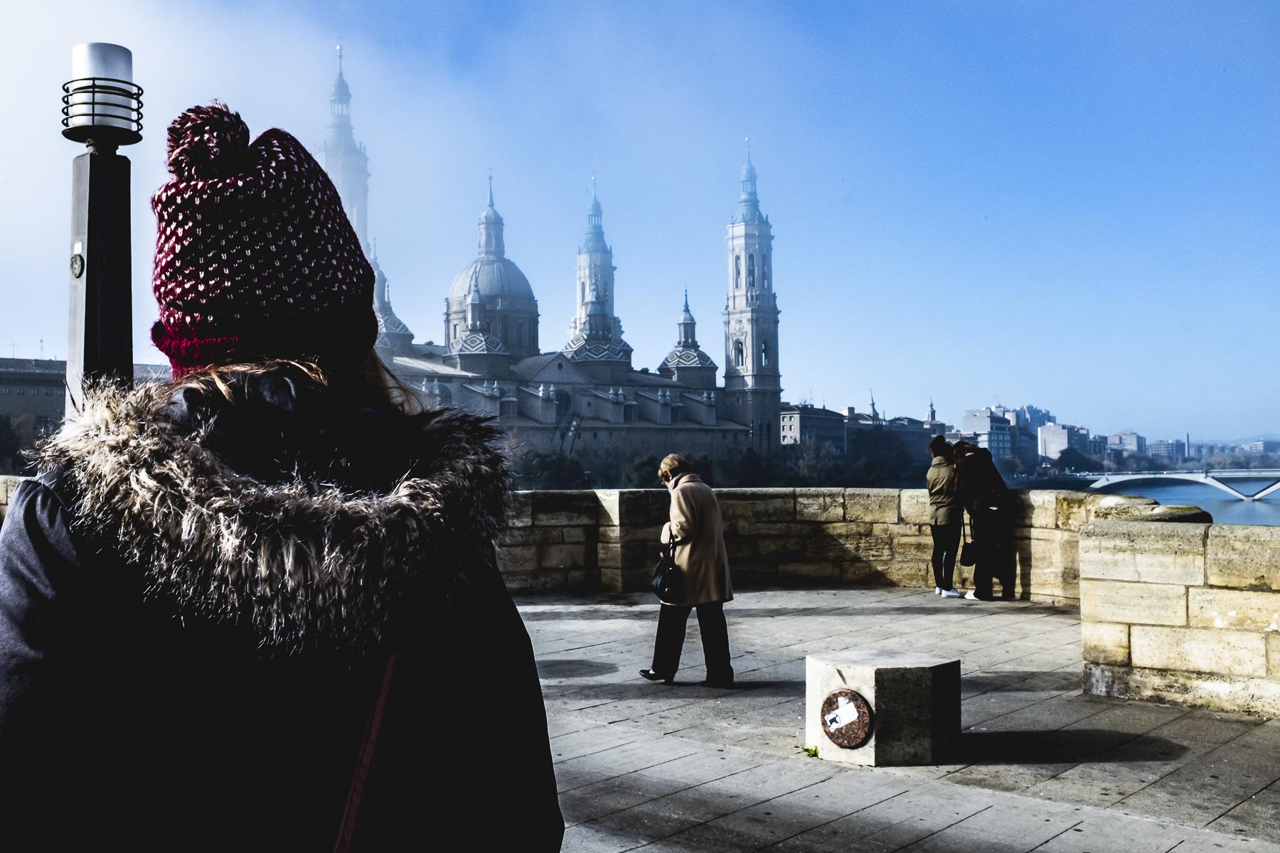 El Puente de Piedra y El Pilar de Zaragoza en invierno