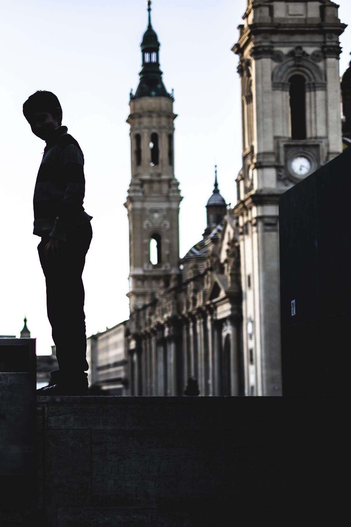 Niño en Plaza del Pilar